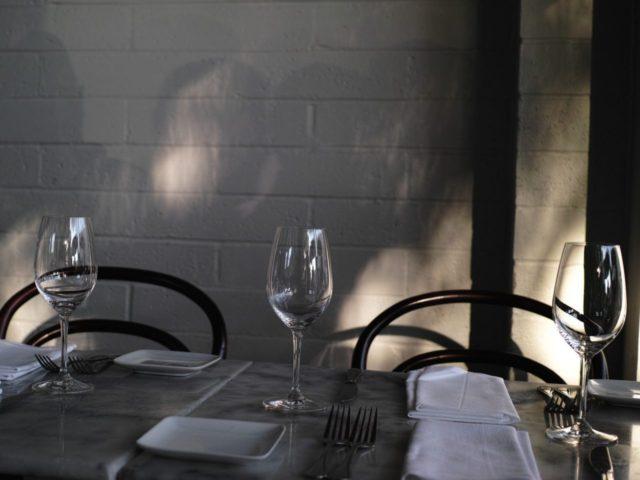 Palo Alto restaurant (Jun Seita / Flickr / CC / Cropped)