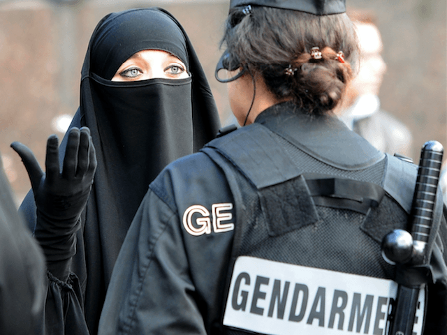 Muslim Islam France french police Veil
