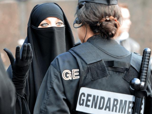 Muslim Islam France french police Veil