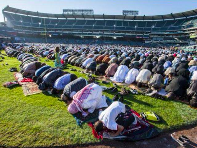 Eid at Angels Stadium 2013 (Hanadi Hamad / Twitter)