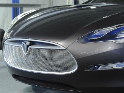 Tesla Model S (Robyn Beck / Getty)