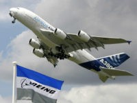 An Airbus A380 takes off for a flying display at the 47th Paris Air Show at Le Bourget airport near Paris, June 21, 2007. REUTERS/Pascal Rossignol