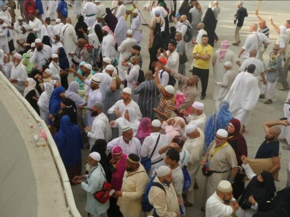 MECCA, SAUDI ARABIA - SEPTEMBER 26: Prospective pilgrims stone the devil as part of the annual Islamic Hajj pilgrimage during the third day of Eid Al Adha in Mecca, Saudi Arabia on September 26, 2015. (Photo by Ozkan Bilgin/Anadolu Agency/Getty Images)