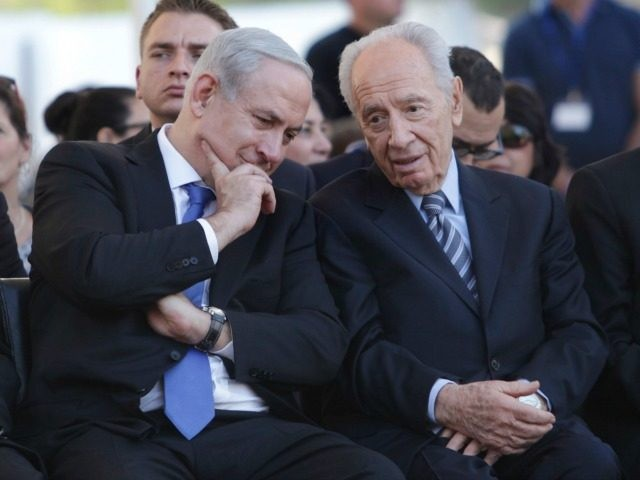 Israeli Prime Minister Benjamin Netanyahu, left, speaks with Israel's President Shimon Peres, right, during the annual memorial ceremony for David Ben-Gurion, Israel's first Prime Minisiter, in Sde Boker, southern Israel, Tuesday, Nov. 20, 2012. (AP Photo/Dan Balilty, Pool)