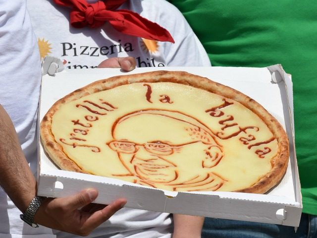 A pizza maker waits to show his pizza with a drawing of Pope Francis at the end of his weekly general audience at St Peter's square on June 15, 2016 in Vatican. / AFP / ALBERTO PIZZOLI (Photo credit should read ALBERTO PIZZOLI/AFP/Getty Images)