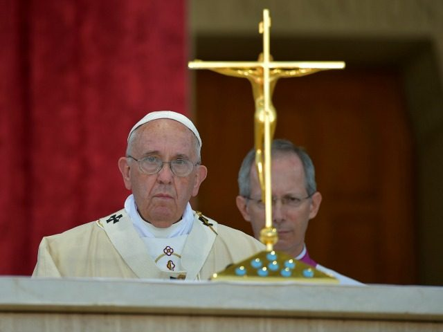 Pope Francis performs Mass at the Basilica of the National Shrine of the Immaculate Conception in Washington, DC, on September 23, 2015. AFP PHOTO / VINCENZO PINTO (Photo credit should read VINCENZO PINTO/AFP/Getty Images)