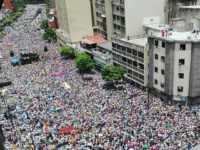 TOPSHOT - Opposition activists march in Caracas, on September 1, 2016. Venezuela's opposition and government head into a crucial test of strength Thursday with massive marches for and against a referendum to recall President Nicolas Maduro that have raised fears of a violent confrontation. / AFP / STR (Photo credit should read STR/AFP/Getty Images)