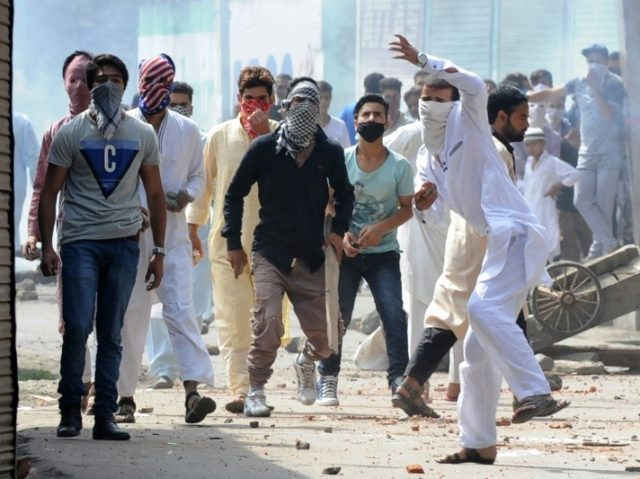 Indian Kashmiri protesters clash with Indian government forces during the Muslim festival of Eid-ul-Adha during a curfew in Srinagar on September 13, 2016
