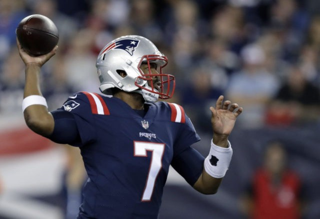 Pats QB Brissett has injured right thumb