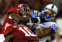 TUSCALOOSA, AL - OCTOBER 01:  Blake Bone #6 of the Kentucky Wildcats pulls in this reception against Shaun Dion Hamilton #20 and Reuben Foster #10 of the Alabama Crimson Tide at Bryant-Denny Stadium on October 1, 2016 in Tuscaloosa, Alabama.  (Photo by Kevin C. Cox/Getty Images)