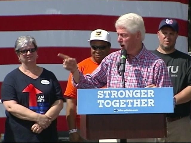 Bill-Clinton-campaigns-for-Hillary-Cincinnati-ap