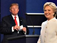 Debate Trump Regards Clinton