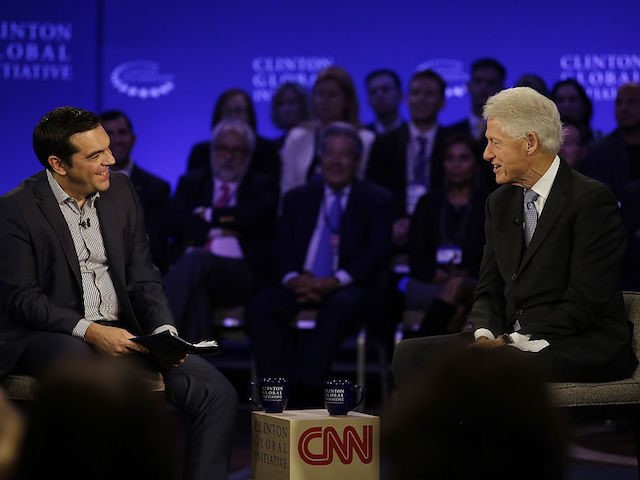 Prime Minister of Greece Alexis Tsipras (L) speaks with former President Bill Clinton during the Clinton Global Initiative annual meeting  in New York on September 27, 2015. AFP PHOTO/JOSHUA LOTT        (Photo credit should read Joshua LOTT/AFP/Getty Images)