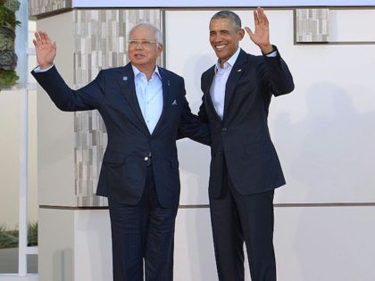 US President Barack Obama (R) greets Malaysia's Prime Minister Najib Razak upon arrival at Sunnylands estate for a meeting of the Association of Southeast Asian Nations (ASEAN) on February 15, 2016 in Rancho Mirage, California. / AFP / Mandel Ngan (Photo credit should read MANDEL NGAN/AFP/Getty Images)