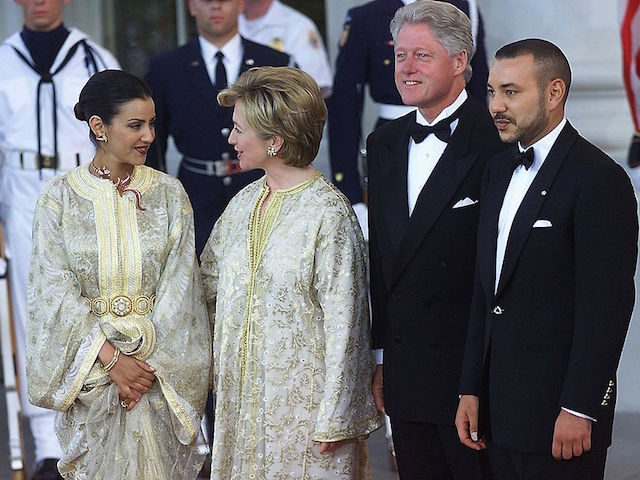 WASHINGTON, : US President Bill Clinton (2nd R) and US First Lady Hillary Rodham Clinton (2nd L) greet His Majesty Mohammed VI, King of Morocco (R), and his sister, Her Royal Highness Lalla Meryem (L), at the North Portico of the White House 20 June 2000 in Washington, DC. (ELECTRONIC …