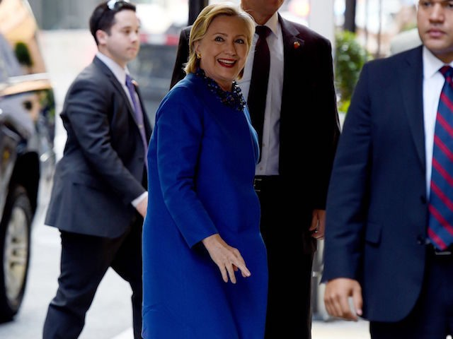US Democratic presidential nominee Hillary Clinton arrives for a Hillary Victory Fund Event in New York on October 6, 2016. / AFP / TIMOTHY A. CLARY (Photo credit should read