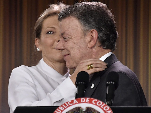 Colombian president Juan Manuel Santos is kissed by his wife Maria Clemencia Rodriguez during a press conference after being awarded with the 2016 Nobel Peace Prize at Casa de Narino presidential palace in Bogota, on October 7, 2016, Colombia's President Juan Manuel Santos dedicated his Nobel Peace Prize Friday to …