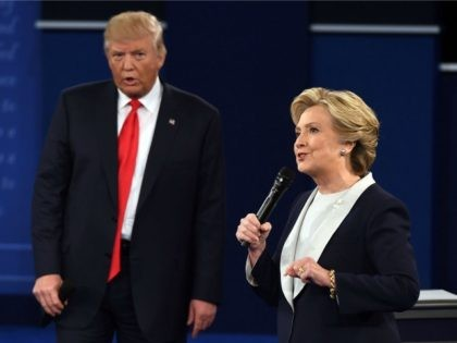 Democratic presidential candidate Hillary Clinton and US Republican presidential candidate Donald Trump debate during the second presidential debate at Washington University in St. Louis, Missouri, on October 9, 2016. / AFP / Robyn Beck (Photo credit should read