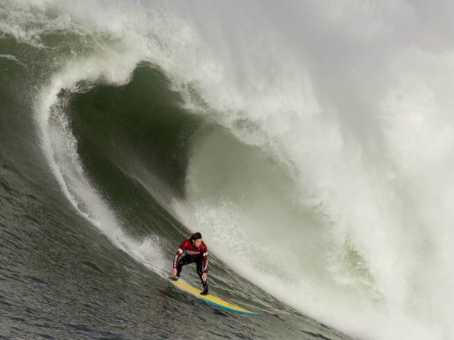 Mavericks surf (Ezra Shaw / Getty)