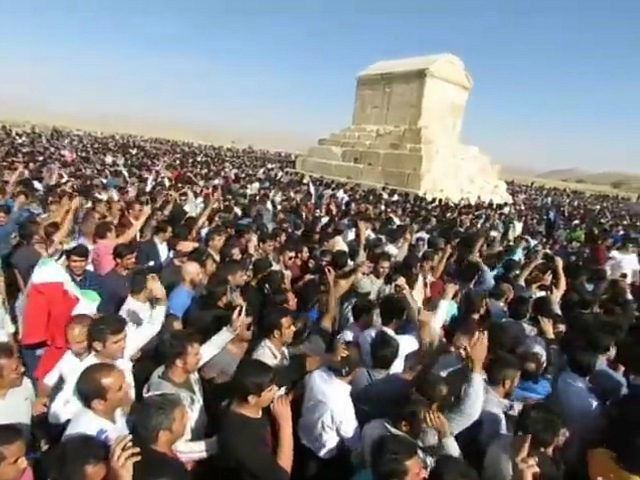 Thousands of Iranians Protest Regime in Front of King Cyrus's Tomb