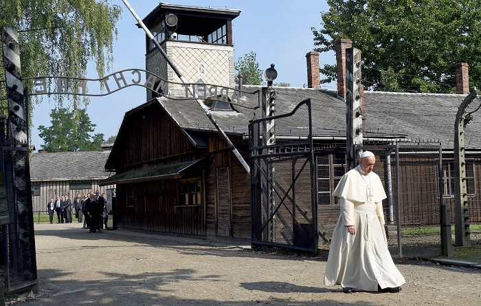 TOPSHOT - Pope Francis walks through the entrance of the former Nazi death camp of Auschwitz in Oswiecim on 29 July, 2016. Pope Francis visits the Auschwitz-Birkenau WWII-era Nazi German death camp where he will pray with Poland's chief Rabbi Michael Schudrich for its 1.1 million victims and meet with Holocaust survivors. / AFP / JANEK SKARZYNSKI (Photo credit should read JANEK SKARZYNSKI/AFP/Getty Images)