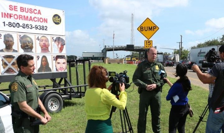 "Border Patrol agents announce ""Se Busca Informacion"" campaign at an inland checkpoint. Photo: U.S. Border Patrol"