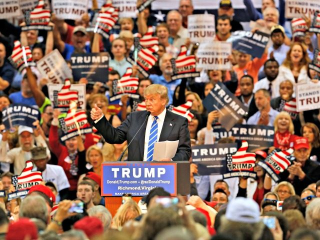 Donald trump promises 30000 rally goers in ohio he will fix america trump rally ap 22 oct 2016 cleveland oh publicscrutiny Image collections
