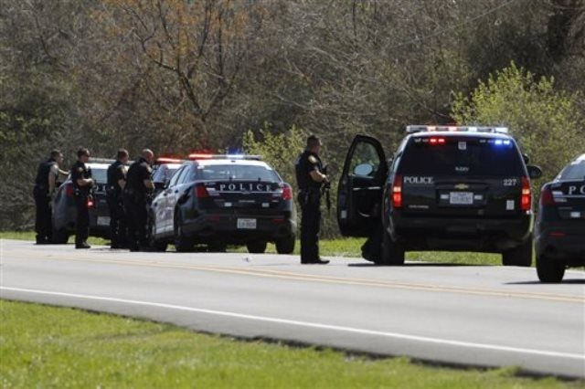 Heavily armed law enforcement officials work the scene where an officer was wounded in west Fort Worth, Texas, Tuesday, March 15, 2016. (Paul Moseley/Star-Telegram via AP) MAGS OUT; (FORT WORTH WEEKLY, 360 WEST); INTERNET OUT; MANDATORY CREDIT