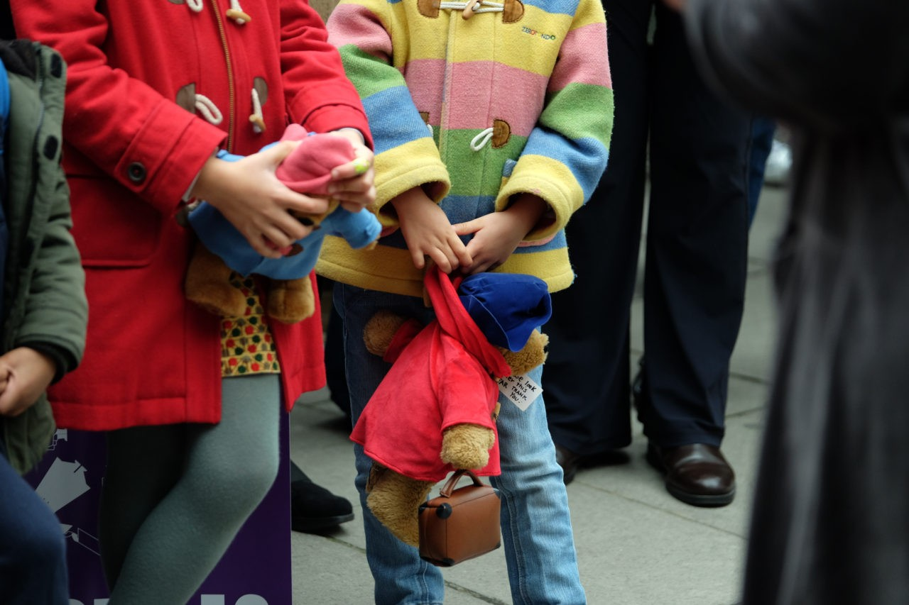 Children hold Paddington teddies (Rachel Megawhat/Breitbart London)