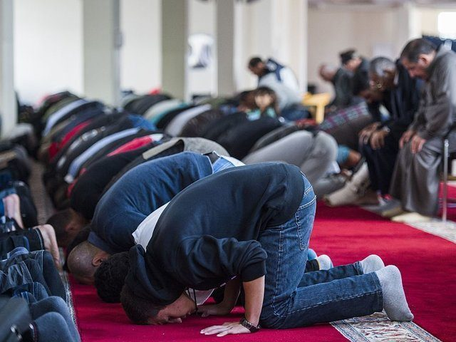 Worshippers attend a Friday prayer at the Ibrahim Alkhalil Mosque in the neighbourhood of Tempelhof in Berlin on September 25, 2015. The Mosque who is the spiritual home to hundreds of Muslims from different strands of Islam in the southern part of the German capital was raided by Police on …