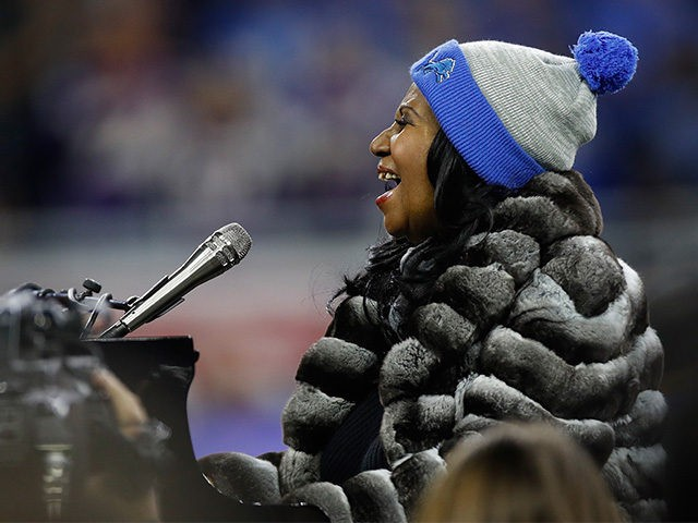 Watch: Aretha Franklin's 5-Minute Thanksgiving National Anthem