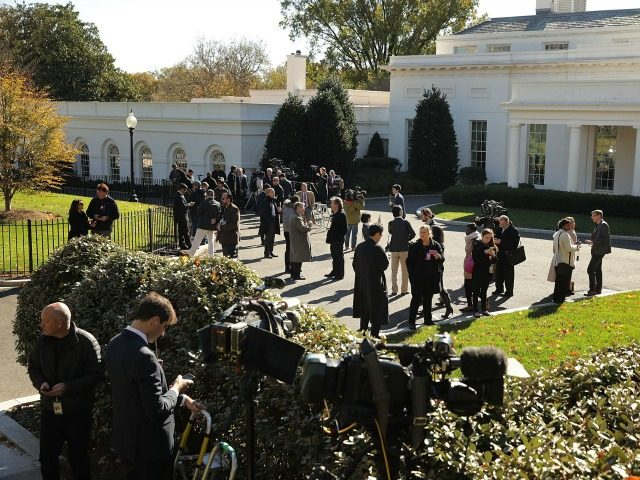 Journalists gather on the driveway in front of the West Wing in anticipation of the arrival of President-Elect Donald Trump at the White House November 10, 2016 in Washington, DC. Trump is meeting with President Barack Obama in the Oval Office. (Photo by