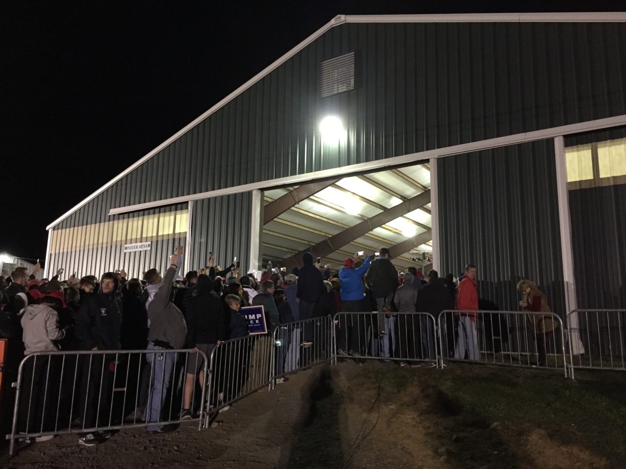 Overflow Trump Leesburg Virginia Rally Midnight Special( Joel Pollak / Breitbart News)