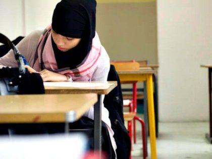 Schoolgirls-in-Muslim-garb-AFP-Getty-Images