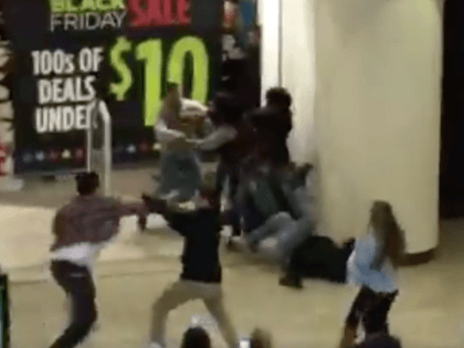 California mall brawl Black Friday (Screen Shot / superdupersebas / Twitter)