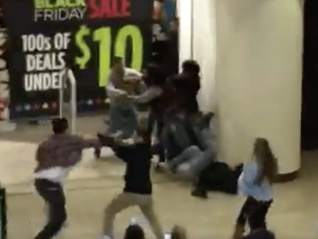 California mall brawl Black Friday (Screen Shot / superdupersebas / Twitter)