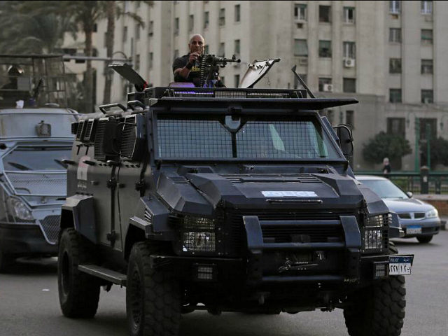 Members of security forces secure Tahrir Square in Cairo, Egypt, November 11, 2016. REUTERS/Mohamed Abd El Ghany