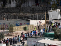 (AFP) - Angry migrants set fire to a camp on …