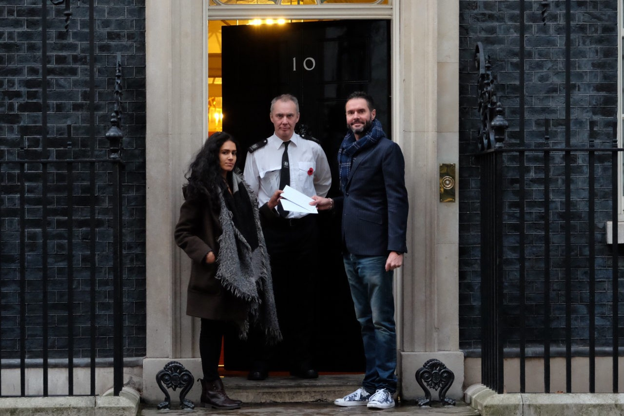 Campaigners hand the petition to Downing Street (Rachel Megawhat/Breitbart London)