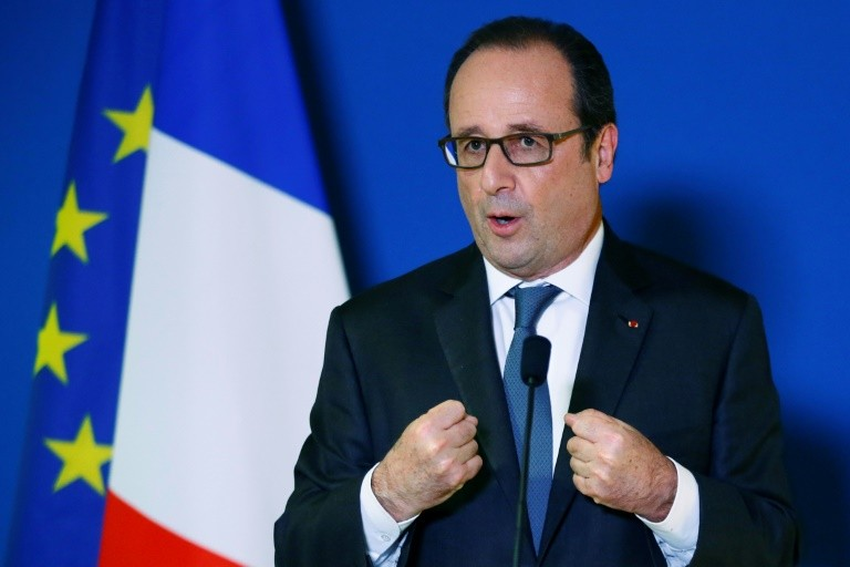 French President Francois Hollande gestures as he delivers a speech in Paris, on November 24, 2016