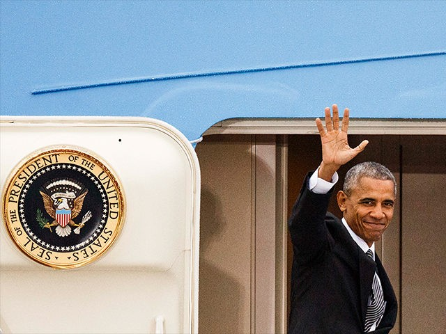 Barack-Obama-waving-goodbye-AF1-Nov-18-2016-Getty
