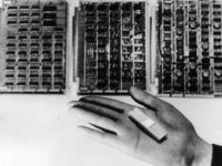 Early microchip (Keystone / Getty)