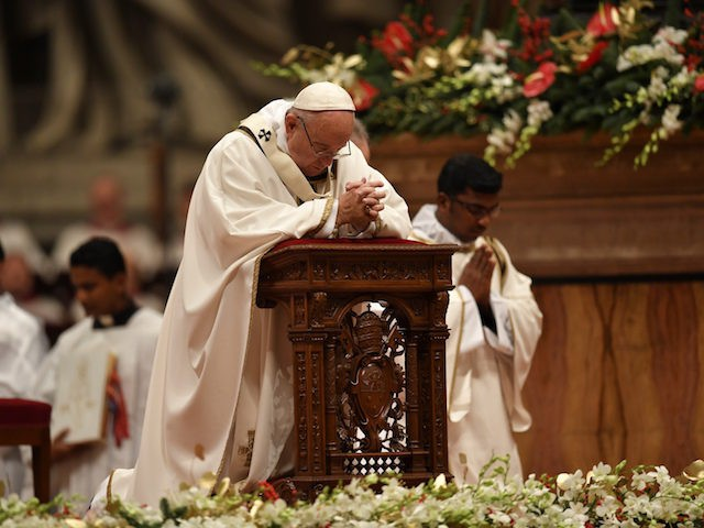 Pope Francis prays during a mass on Christmas eve marking the birth of Jesus Christ on December 24, 2016 at St Peter's basilica in the Vatican. / AFP / ANDREAS SOLARO (Photo credit should read ANDREAS SOLARO/AFP/Getty Images)