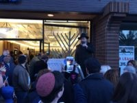 Santa Monica synagogue lights Chanukah menorah (Joel Pollak / Breitbart News)