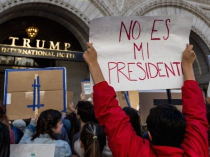 Trump no es mi presidente (Lorie Shaull / Flickr / CC / Cropped)