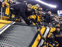 Steelers fans congratulate Eli Rogers after Steelers win AFC North after rallying by Ravens 31-27