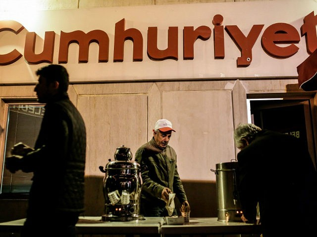 Protesters take the tea during a demonstration in support to the Turkish daily newspaper 'Cumhuriyet' outside its headquarters in Istanbul on November 1, 2016. Turkish police on October 31, 2016, detained the editor-in-chief of the newspaper Cumhuriyet -- a thorn in the side of President Recep Tayyip Erdogan -- as Ankara widens a crackdown on opposition media. The Cumhuriyet, which had published revelations embarrassing for the government, said at least a dozen journalists and executives were detained in early morning raids. Murat Sabuncu was detained while authorities searched for executive board chairman Akin Atalay and writer Guray Oz, the official news agency Anadolu said. / AFP / YASIN AKGUL (Photo credit should read YASIN AKGUL/AFP/Getty Images)