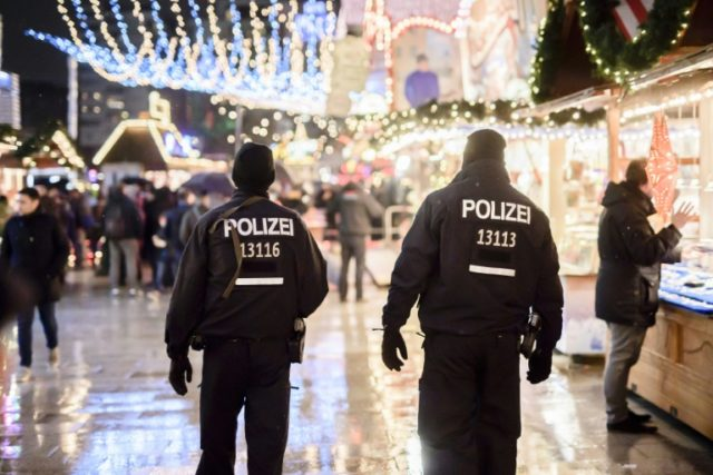 Police in Germany have arrested two brothers on suspicion of planning an attack on a shopping mall