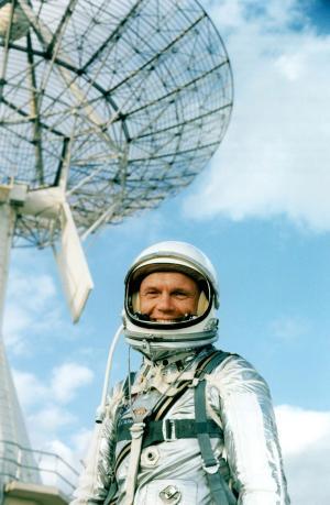 Iconic astronaut, former senator John Glenn dies at 95 ...