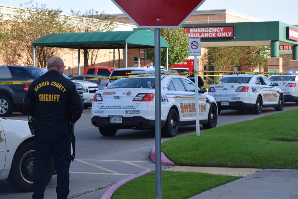 Harris County deputies secured the area around the hospital's emergency room. (Photo: Bob Price/Breitbart Texas)
